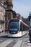 Edinburgh-Trams am ersten Tag des Laufens Stockfotos