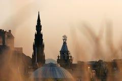 Edinburgh unter Sonnenuntergang stockbild