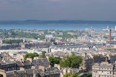 Edinburgh von Calton-Hügel, der in Richtung der Förde von weiter blickt Stockfotografie