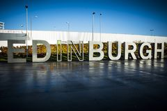 Edinburgh-Zeichengrußbesucher in der schottischen Hauptstadt Stockbild
