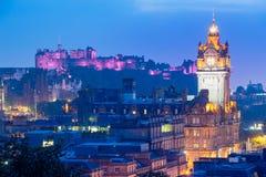 Edinburgstad från den Calton kullen på natten, Skottland, UK Arkivbilder