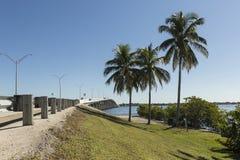 Edison Bridge i Fort Myers, sydvästliga Florida royaltyfria foton