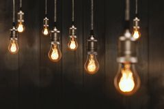 Free Edison Light Bulbs In Front Of A Wooden Wall Stock Photography - 157967142