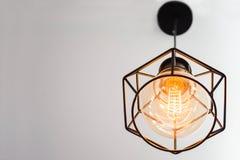 Edison ` s lightbulb στο εσωτερικό Στοκ φωτογραφία με δικαίωμα ελεύθερης χρήσης