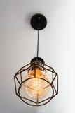 Edison ` s lightbulb στο εσωτερικό Στοκ φωτογραφίες με δικαίωμα ελεύθερης χρήσης