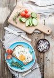 editable στρώματα κλίσεων προγευμάτων έργου τέχνης κανένα σύνολο χρησιμοποιούμενο Ολόκληρο σιτάρι andwich με το τηγανισμένο αυγό Στοκ φωτογραφία με δικαίωμα ελεύθερης χρήσης