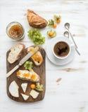 editable στρώματα κλίσεων προγευμάτων έργου τέχνης κανένα σύνολο χρησιμοποιούμενο Σάντουιτς μαρμελάδας τυριών και σύκων της Brie Στοκ Φωτογραφίες