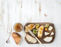 editable στρώματα κλίσεων προγευμάτων έργου τέχνης κανένα σύνολο χρησιμοποιούμενο Σάντουιτς μαρμελάδας τυριών και σύκων της Brie Στοκ Εικόνες