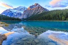 Edith Cavell Lake Stock Foto's