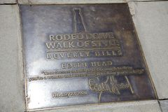 Edith Head Plaque i trottoaren på rodeodrevet Royaltyfri Foto