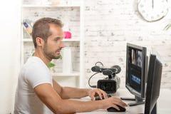 Editor de vídeo del técnico fotografía de archivo libre de regalías