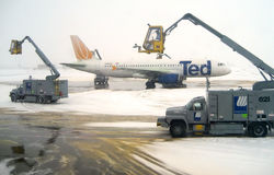 Editorial: Airplane Deicing Operations v3 Royalty Free Stock Photos