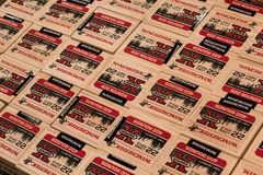 EDITORIAL: Caixas de Munição 22LR na exposição na loja ostentando dos bens fotos de stock royalty free