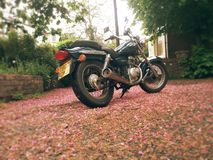 Editorial da motocicleta do saqueador gz125 de Suzuki fotos de stock