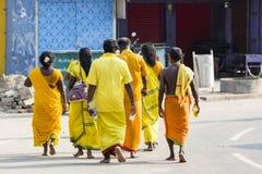 Editorial de Documetary RAMESWARAM, RAMESHWARAM, ISLA de PAMBAN, TAMIL NADU, la INDIA - marzo circa, 2018 Un grupo de Sadhu no id foto de archivo libre de regalías