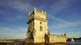 Editorial: 8 de junho de 2017 Lisboa, Portugal Opinião do por do sol da torre de Belém vídeos de arquivo