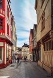 Editorial: 8 de marzo de 2018: Auxerre, Francia Opinión de la calle, d soleada Imagen de archivo