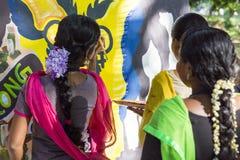 Editorial documentável PONDICHERY, PUDUCHERY, TAMIL NADU, ÍNDIA - 8 de março de 2018 Para o dia internacional da mulher, gir não  Imagens de Stock