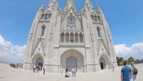 editorial Em maio de 2018 O templo do coração sagrado na montagem Tibidabo em Barcelona video estoque