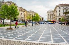 editorial Kwiecie? 2019 greece Thessaloniki Kwadratowe Archeas agory i zwyczajna ulica na smartphone w Saloniki, Grecja obrazy royalty free