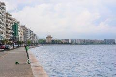 editorial Kwiecie? 2019 greece Thessaloniki Pejzaż miejski, widok denny i Biały wierza w centrum Saloniki obrazy stock
