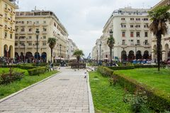 editorial Kwiecie? 2019 greece Thessaloniki Pejza? miejski, widok zwyczajna Aristotle ulica w centrum zdjęcia royalty free