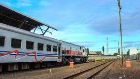 Editorial, lapso de tempo da manhã do estação de caminhos de ferro de Yogyakarta, Indonésia vídeos de arquivo