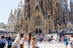 editorial Maj 2018 Fasada Sagrada Familia w lecie, Barcel obraz royalty free