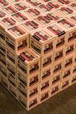 EDITORIAL: Pilas de Munición 22LR en la exhibición en tienda de las mercancías que se divierte fotos de archivo