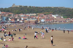EDITORIAL: SCARBOROUGH BEACH, YORKSHIRE, ENGLAND: SUNDAY 8TH MAY:  Scarborough Holiday Season Begins With Clear Blue Skies and Hea Stock Photography