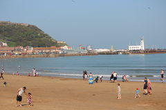 EDITORIAL: SCARBOROUGH BEACH, YORKSHIRE, ENGLAND: SUNDAY 8TH MAY:  Scarborough Holiday Season Begins With Clear Blue Skies and Hea Stock Image