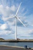 Editorial: Turbina de viento en Cambois, Northumberland 27 de abril llevado Fotos de archivo