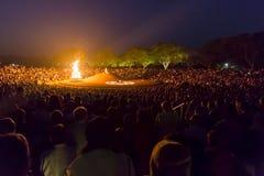 Editoriale documentario AUROVILLE, TAMIL NADU, INDIA - 28 febbraio 2018 Meditazione collettiva con il ` s 50 YE di Auroville del  Fotografie Stock Libere da Diritti