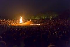 Editoriale documentario AUROVILLE, TAMIL NADU, INDIA - 28 febbraio 2018 Meditazione collettiva con il ` s 50 YE di Auroville del  Immagine Stock Libera da Diritti