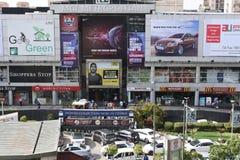 Editoriale, il 6 giugno 2015: Gurgaon, Delhi, India: Centro commerciale del MGF sulla strada di MG in Gurgaon, è uno dei primi ce immagine stock libera da diritti