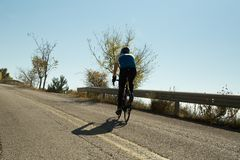 EDITORIALE: IOANNINNA, GRECIA, il 5 novembre 2017, CORSA della BICI di LIGIADES, uphil della corsa della bici della città di Ioan fotografie stock