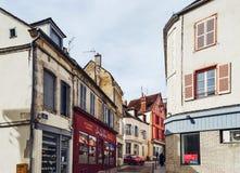 Editoriale: 8 marzo 2018: Auxerre, Francia Vista della via, d soleggiata fotografia stock libera da diritti