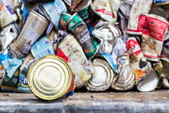 Editporial: Compressed aluminum cans for recycle Royalty Free Stock Images