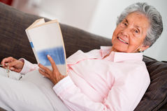Edler woman reading a book Royalty Free Stock Photography
