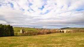 Edlingham Castle και οδογέφυρα σιδηροδρόμων στοκ εικόνα