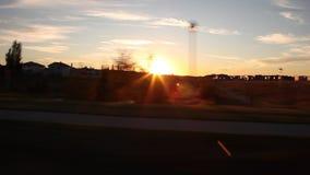 Edmonton Alberta en los suburbios en la puesta del sol almacen de metraje de vídeo