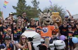 Edmonton, Canadá 9 de junio de 2018: ` S Pride Parade de Pride Supporters At Edmonton Fotos de archivo libres de regalías