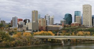 Edmonton de stad in in de herfst 4K stock footage