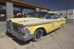 1958 Edsel amarillo Imagen de archivo libre de regalías