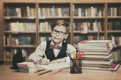 Educação da criança da escola, estudante Child Write Book, Little Boy Fotos de Stock Royalty Free