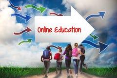 Educação em linha contra a estrada que conduz para fora ao horizonte Fotos de Stock Royalty Free