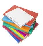 Educación colorida de la pila y del cuaderno de libros Fotos de archivo