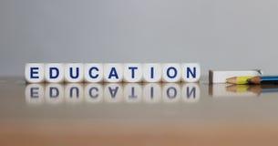Educación con la reflexión y efectos de escritorio foto de archivo