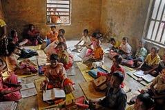 Educación de la aldea en la India Fotos de archivo libres de regalías