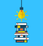 Educación del concepto y aprendizaje, iconos planos de los libros de texto del montón Foto de archivo libre de regalías
